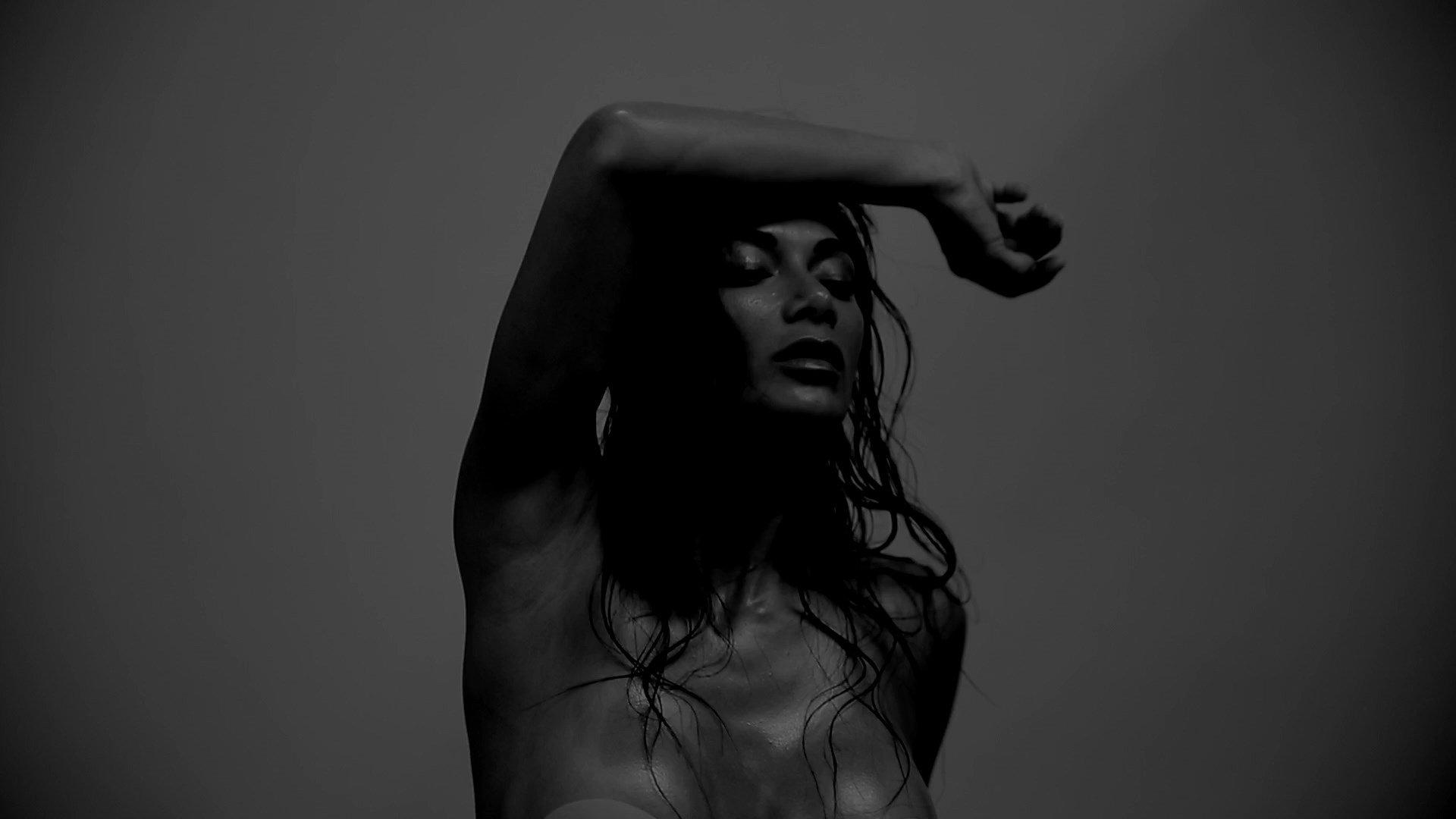 Nicole scherzinger shakes her flipping heck booty in a bikini for million plus instagram views