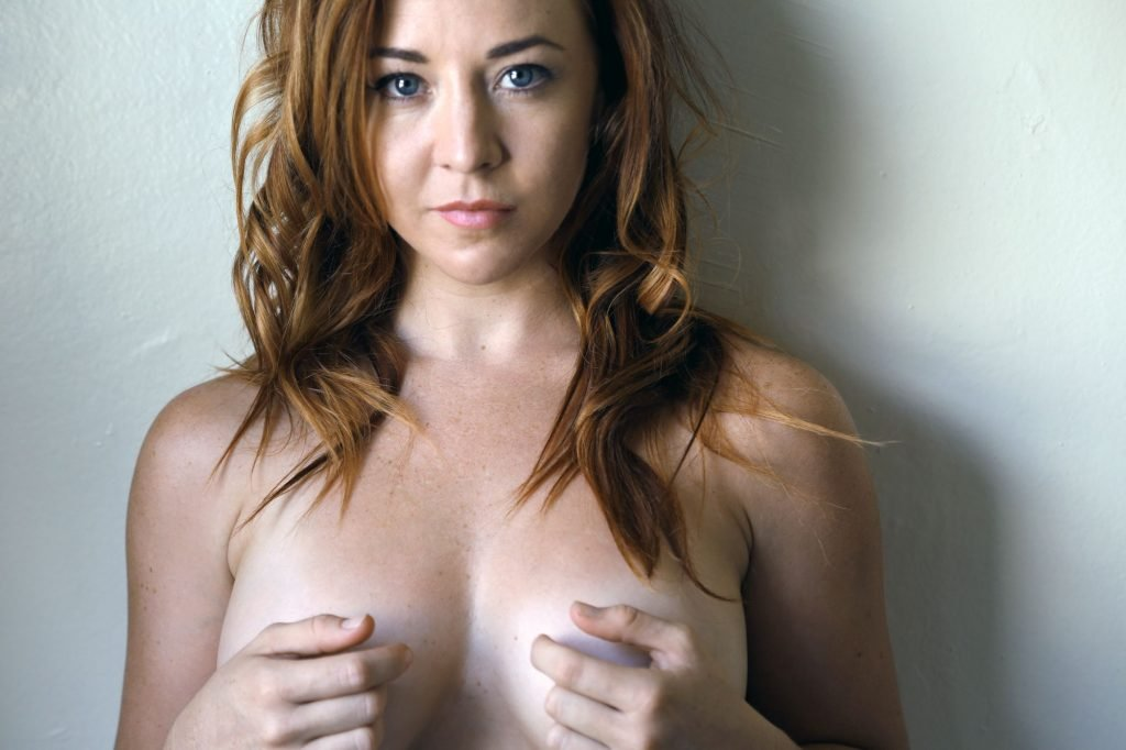 Renee Bourke Topless (7 Photos)