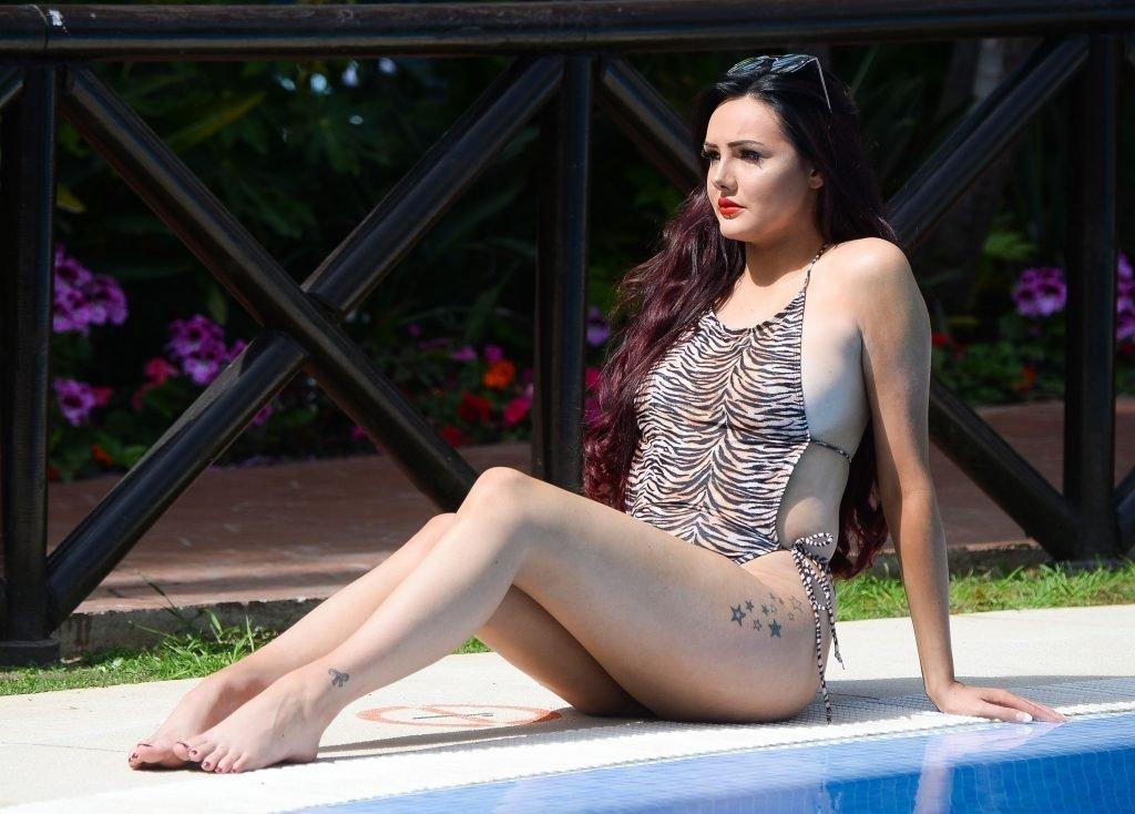 Sarah Goodhart Sexy (16 Photos)