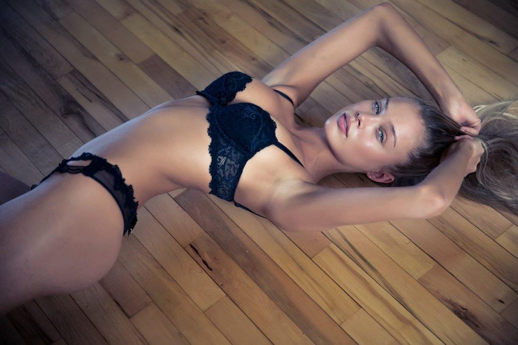 Allie Leggett Sexy (4 Photos)