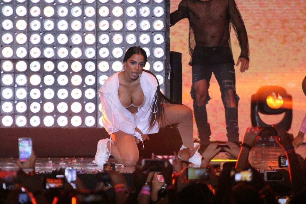 Anitta Nip Slip (31 Photos + Video)