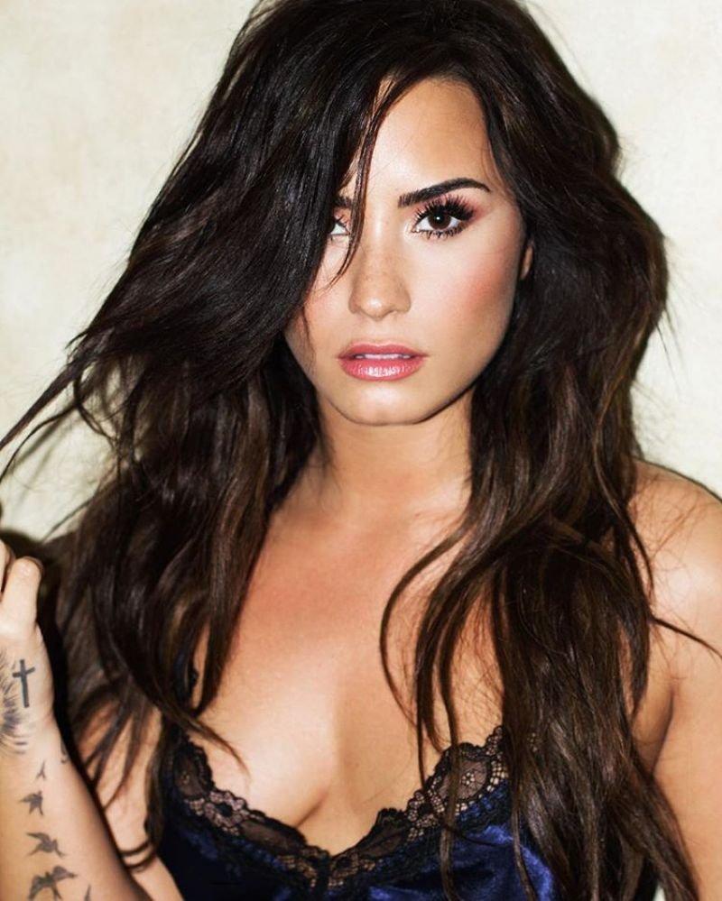 Demi Lovato Sexy (6 New Photos)