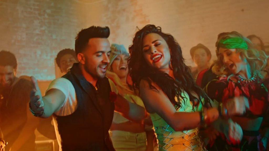 Demi Lovato Sexy (30 Pics + Gifs & Video)
