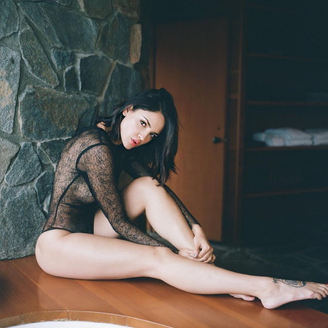Topless eiza gonzalez 9