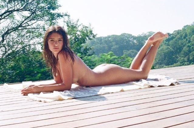 Emily Ratajkowski Nude & Sexy (5 New Photos)