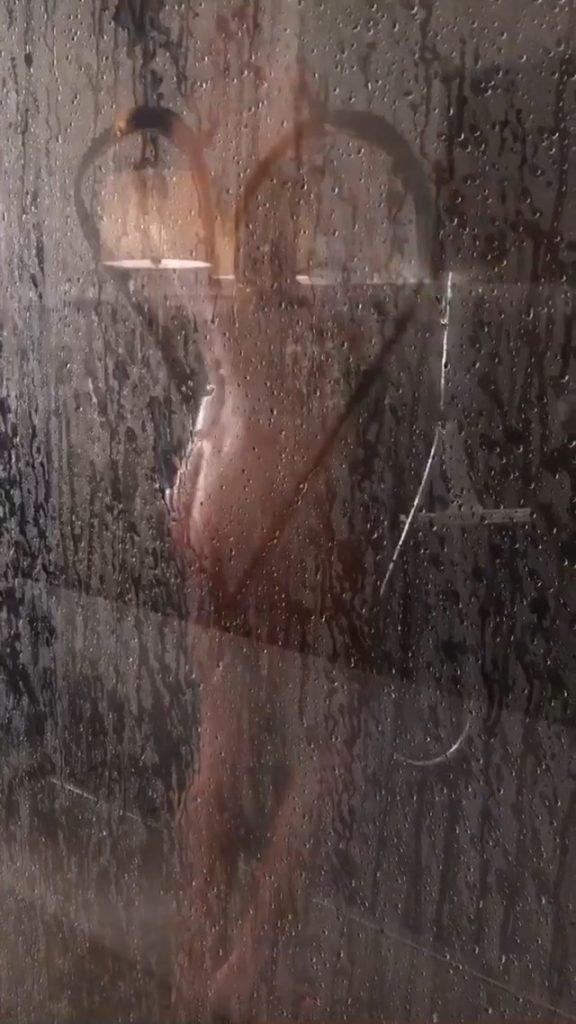 Heidi Klum Naked (5 Pics + Gif)