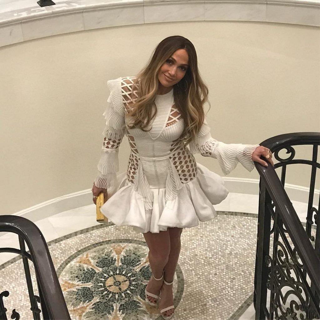 Jennifer Lopez (7 Sexy Photos + Video)