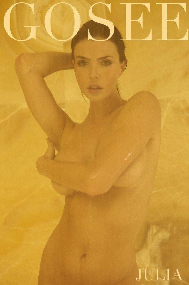 Julia Lescova Nude & Sexy (7 Photos)