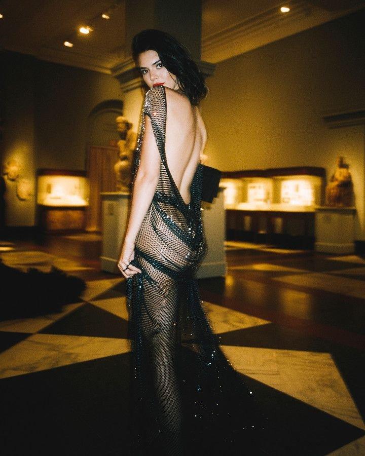 Kendall Jenner Sexy (7 Photos)