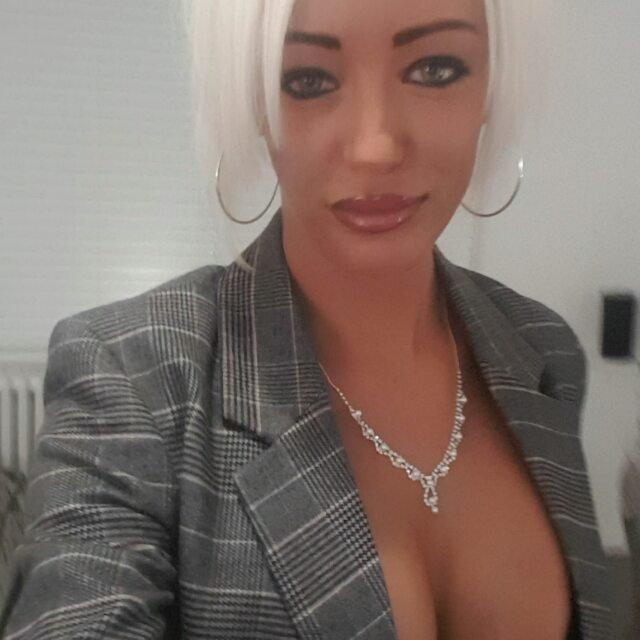 Kerrie-Lee Cowan Sexy (7 Photos + Video)