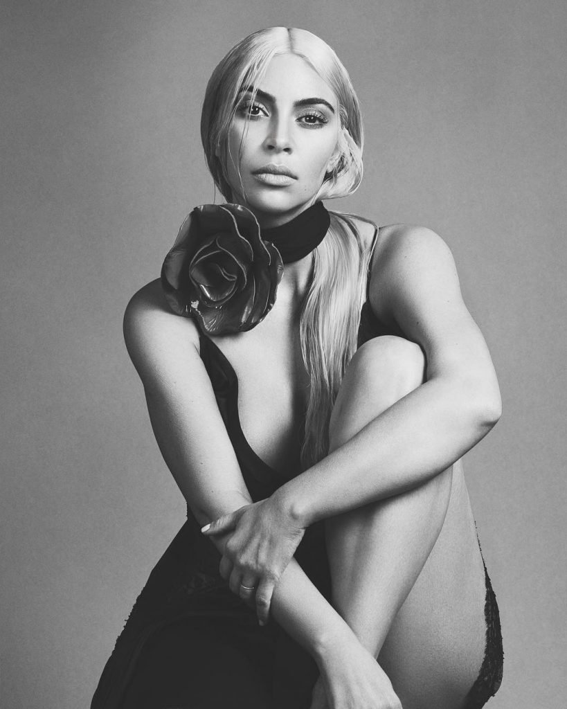 Kim Kardashian Sexy (4 Photos + Video)
