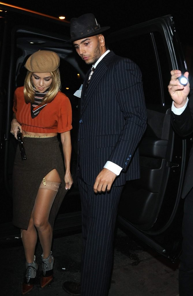 Kourtney Kardashian Upskirt (9 Photos)