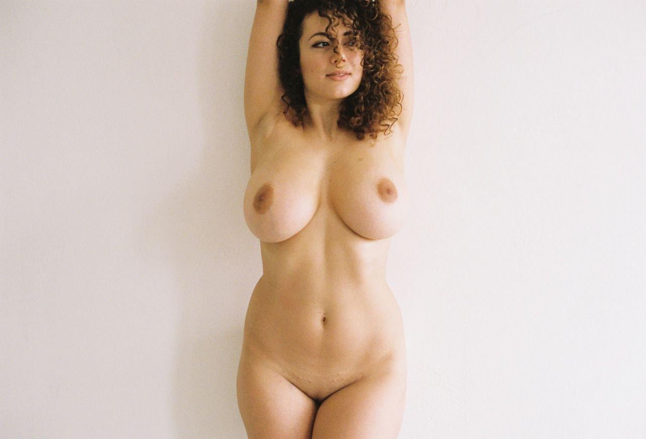 Nude Leila 52