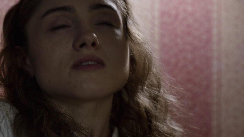 Natalia Dyer Sexy – Yes, God, Yes (2017) 1080p