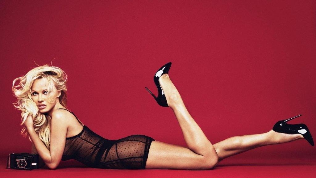 Pamela Anderson Sexy (3 Photos)
