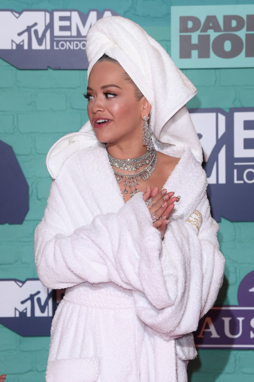 ora single girls On monday, she apologised for her latest single girls, after she was criticised for using lyrics that members of the lgbtq community dubbed 'harmful' but rita ora, 27, forged ahead with promoting the controversial track, in which she revealed that she was bisexual, on wednesday, as she shared a.