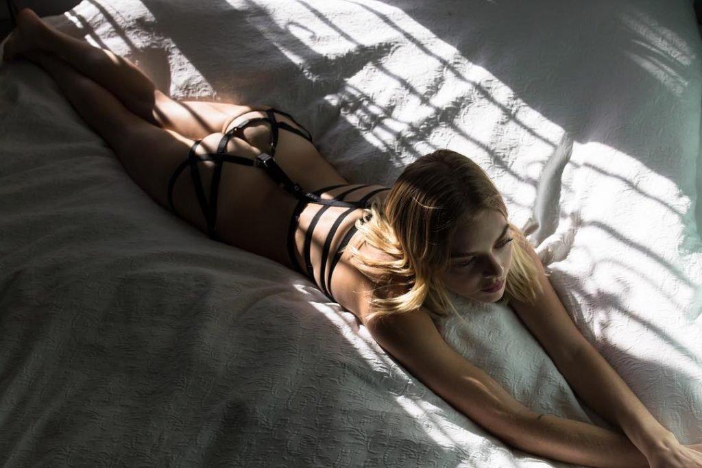 Samara Weaving Nude (2 New Photos)