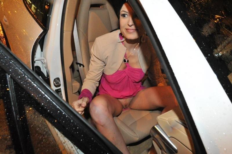 Sara Tommasi Without Underwear (24 Photos)