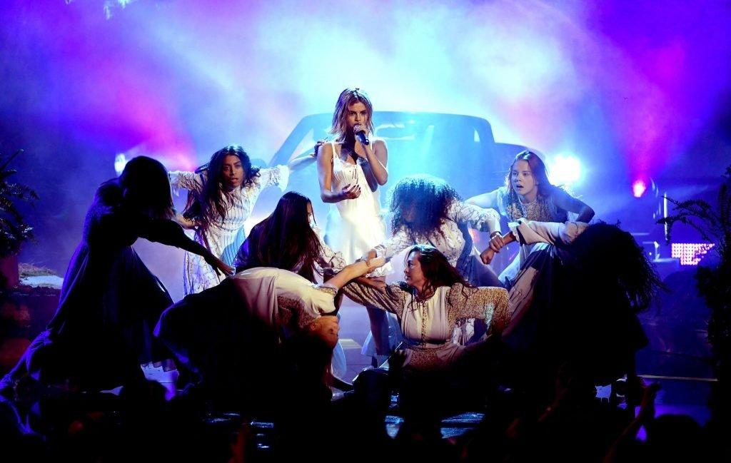 Selena Gomez Sexy (40 Photos + Video)