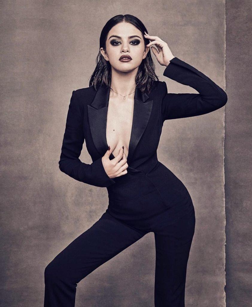 Selena Gomez Sexy (2 Photos)