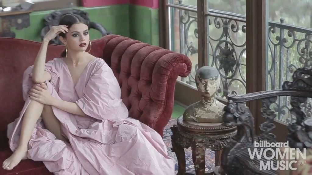 Selena Gomez Sexy (24 Photos + Video)