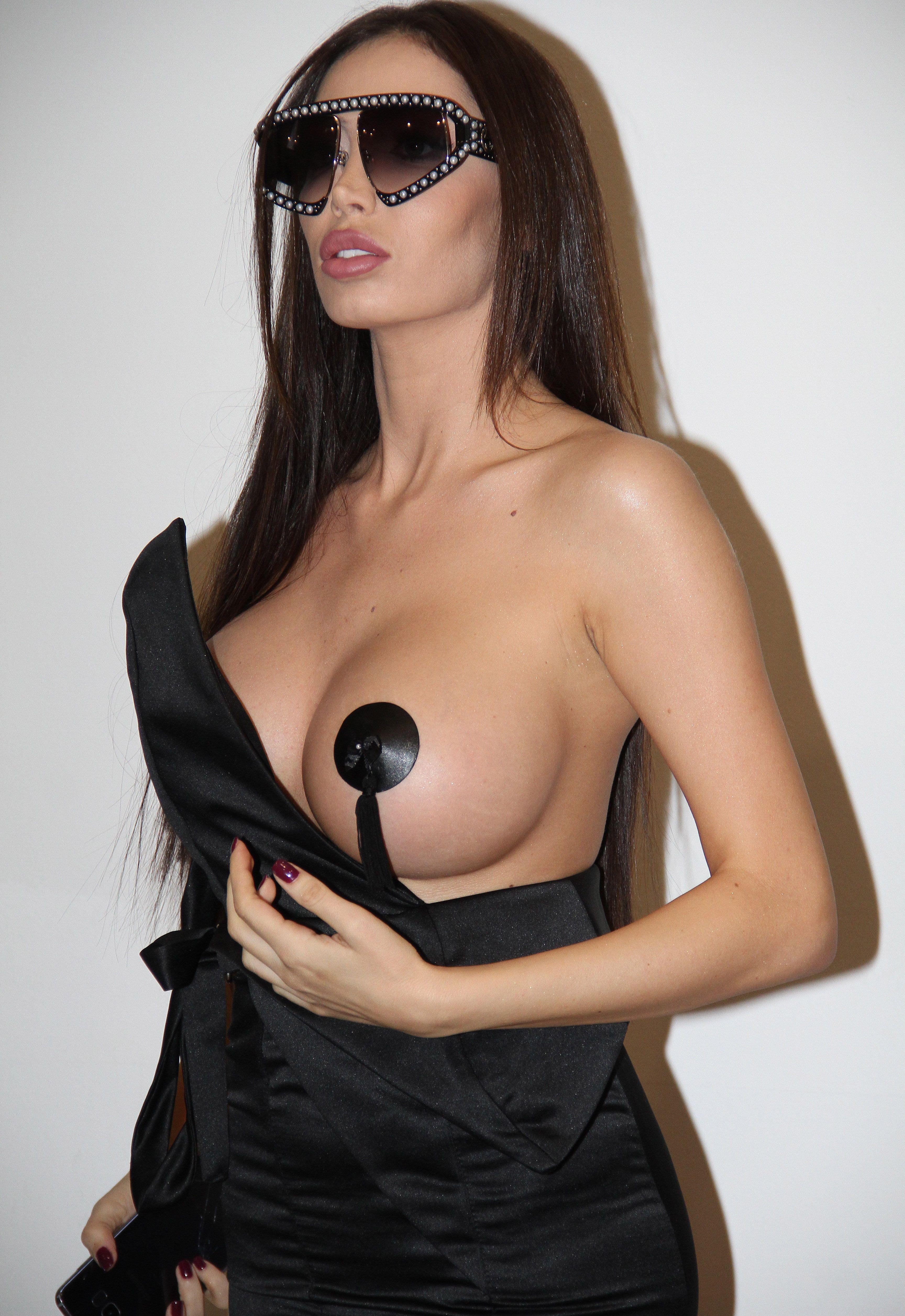 girlfriend sexy naked butt