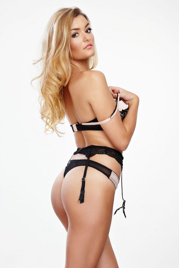 Bekka Batchelor Sexy & Topless (19 Photos)