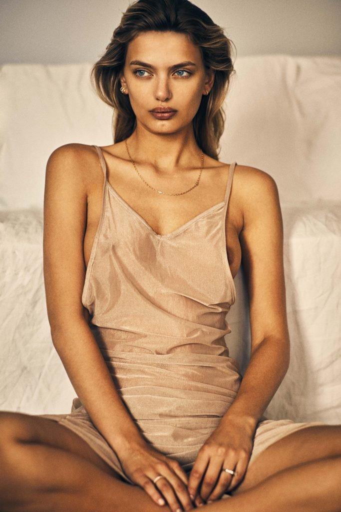 Bregje Heinen Sexy & Topless (14 Photos)