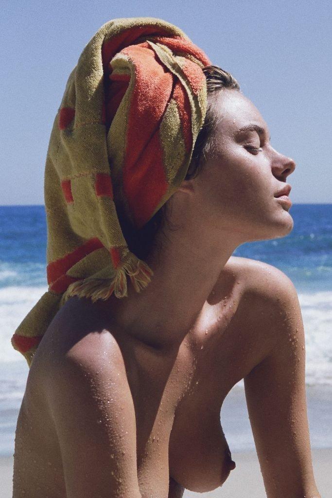 Camille Rowe Nude & Sexy (17 Photos)