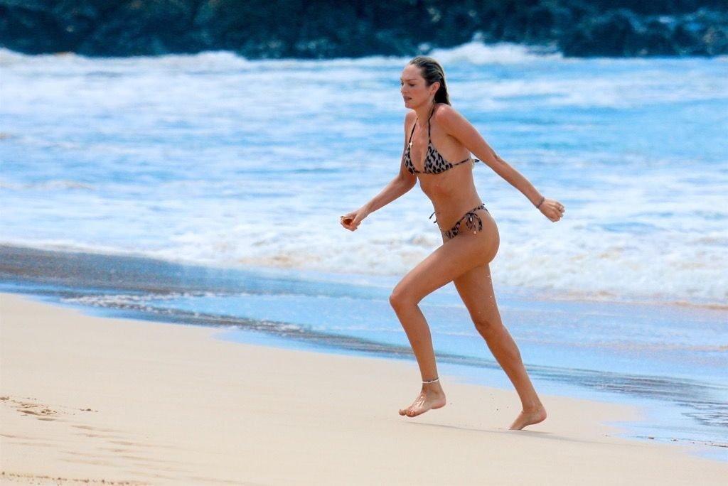 Candice Swanepoel Sexy (19 Photos)
