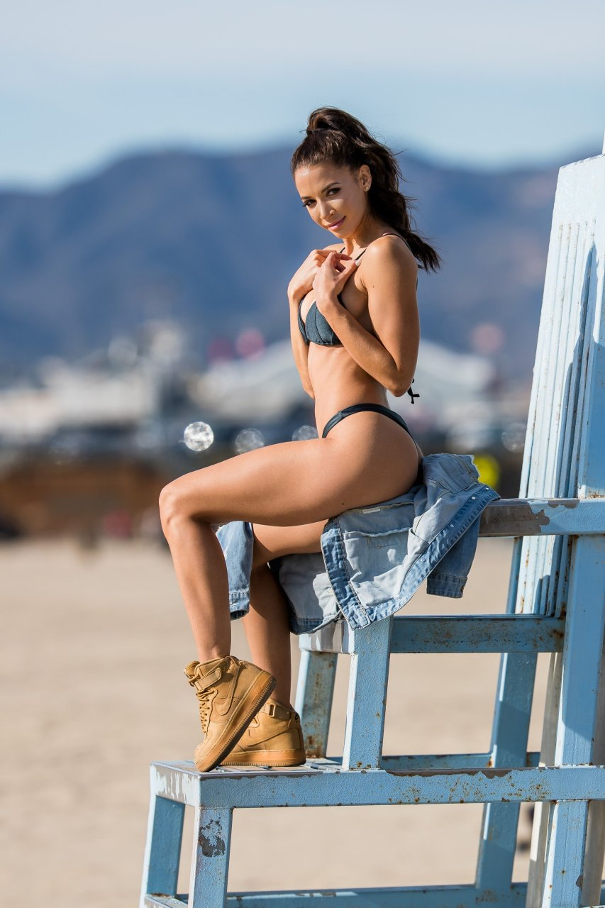 Arianny celestes divine body on a beach pictures