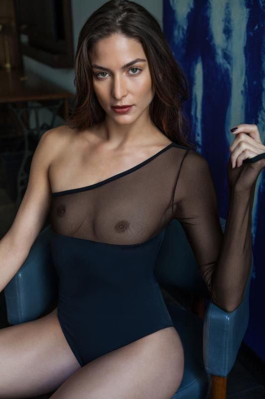 Christina Ionno Nude & Sexy (7 Photos)