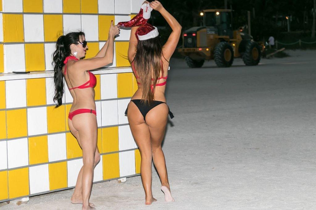 Claudia Romani & Bella Bond Sexy (17 Photos)