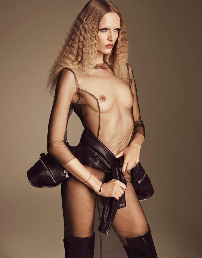 Daria Strokous Topless (4 Photos)