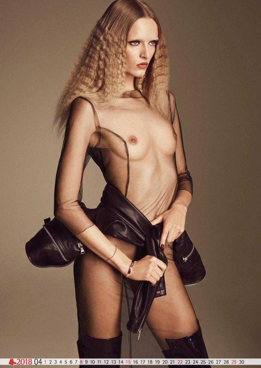 Topless Daria Strokous
