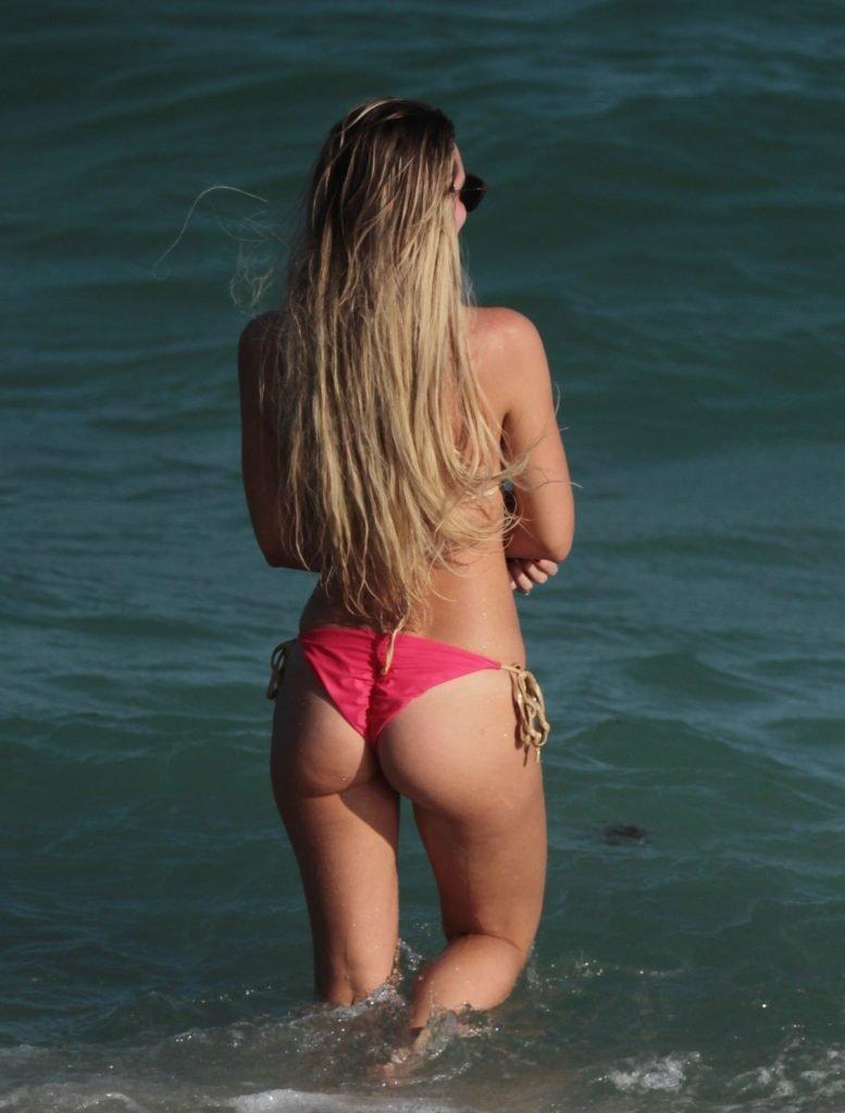 Francesca Brambilla & Livia Canalis Sexy (45 Photos)