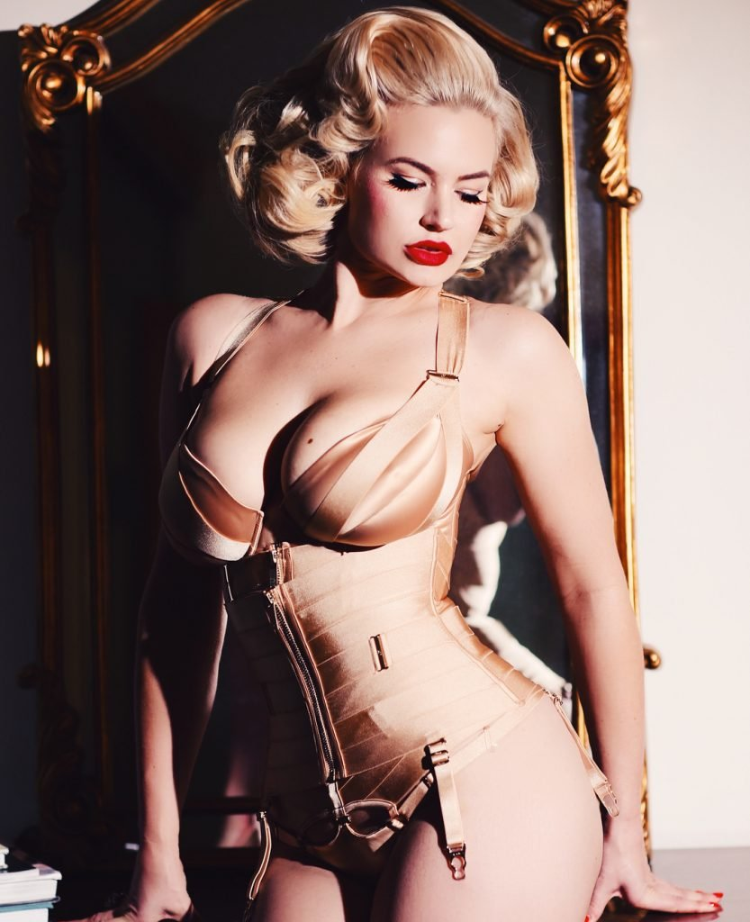 Gia Genevieve Sexy (6 Photos)