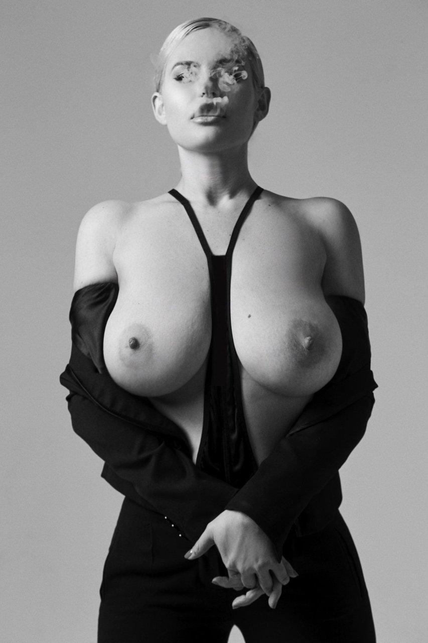 Gia Genevieve  nackt
