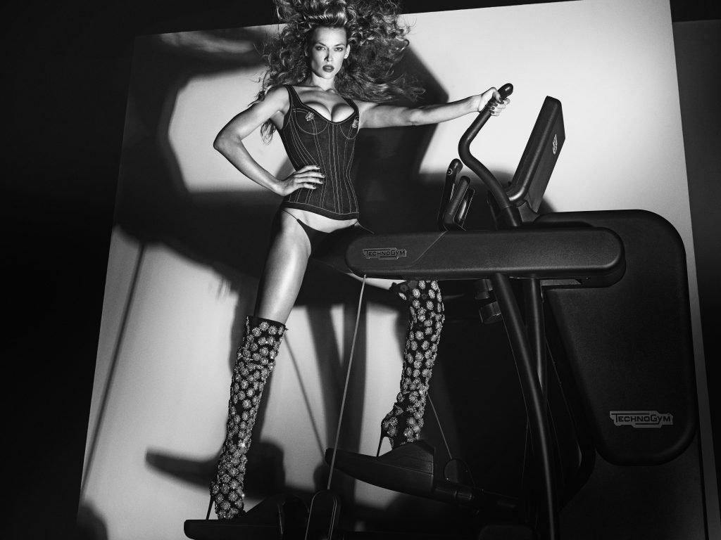 Hannah Ferguson Sexy (1 New Photo)