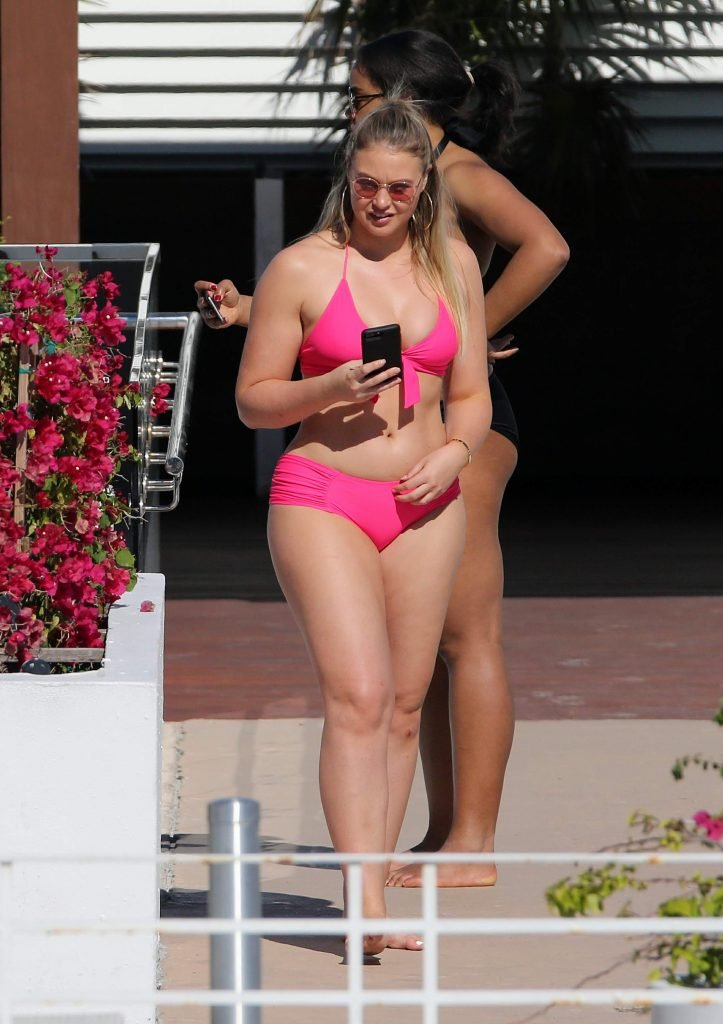 Iskra Lawrence Sexy (46 Photos + Video)