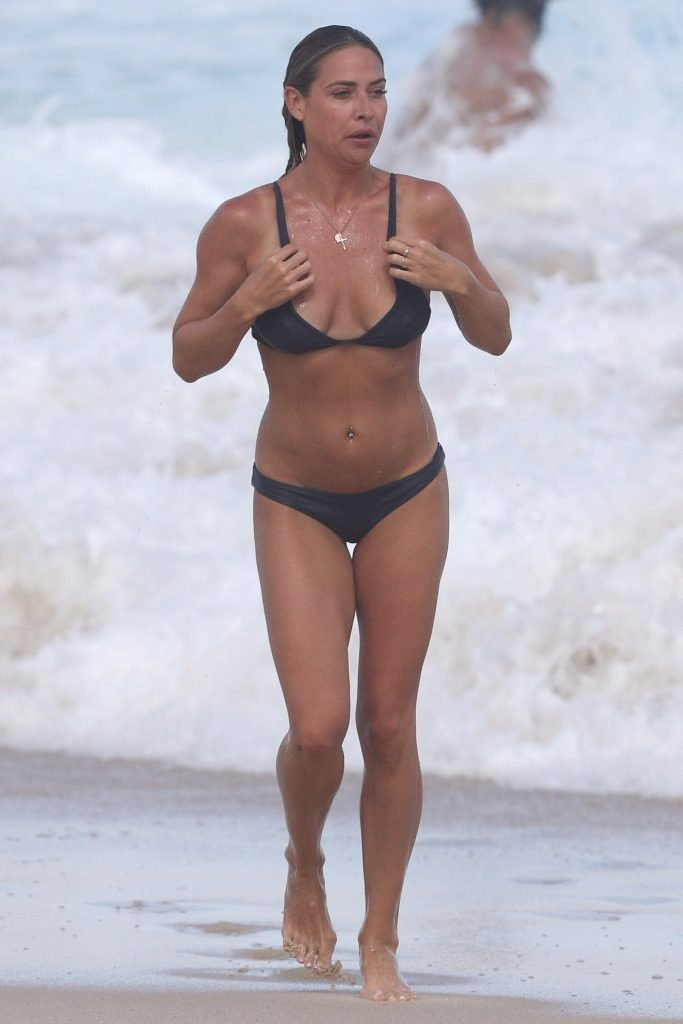 Lisa Clark Sexy (18 Photos)