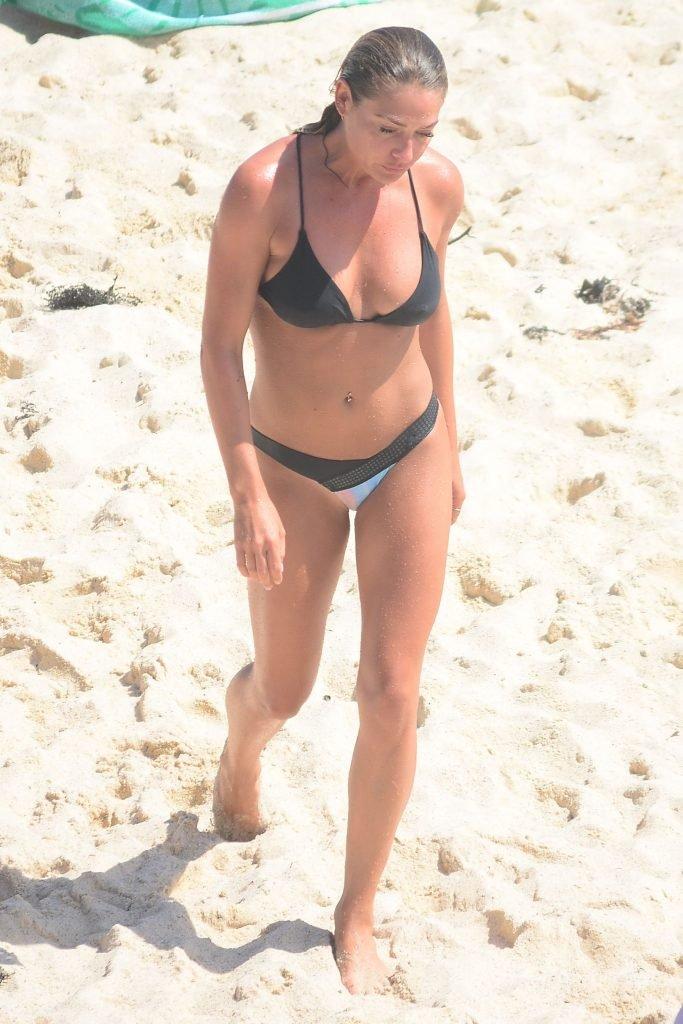 Lisa Clark Sexy (13 Photos)