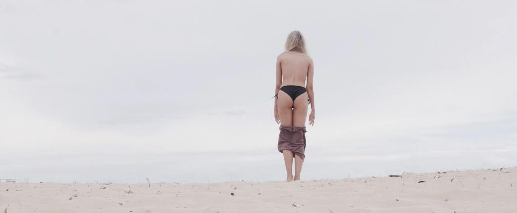 Elly Sharp Sexy & Topless (42 Photos + Video)