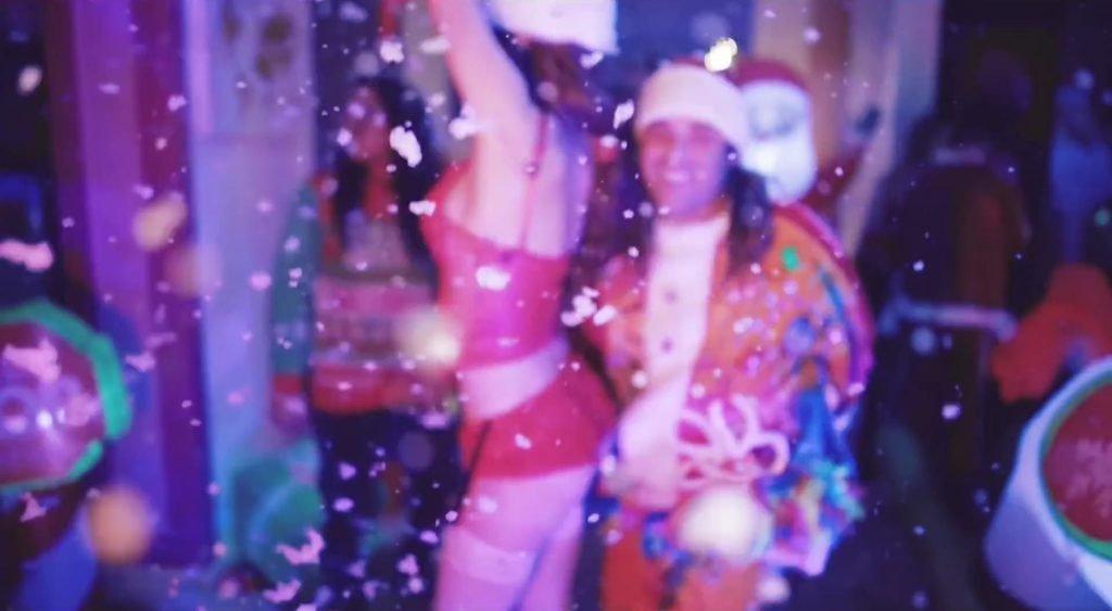 Bella Thorne Sexy (11 Pics + Gifs & Video)