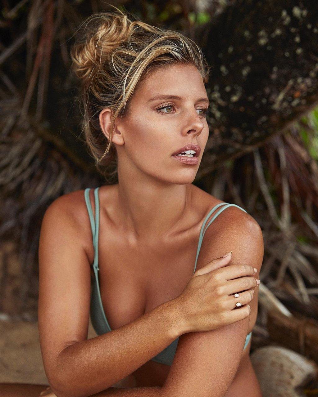 natasha oakley nude