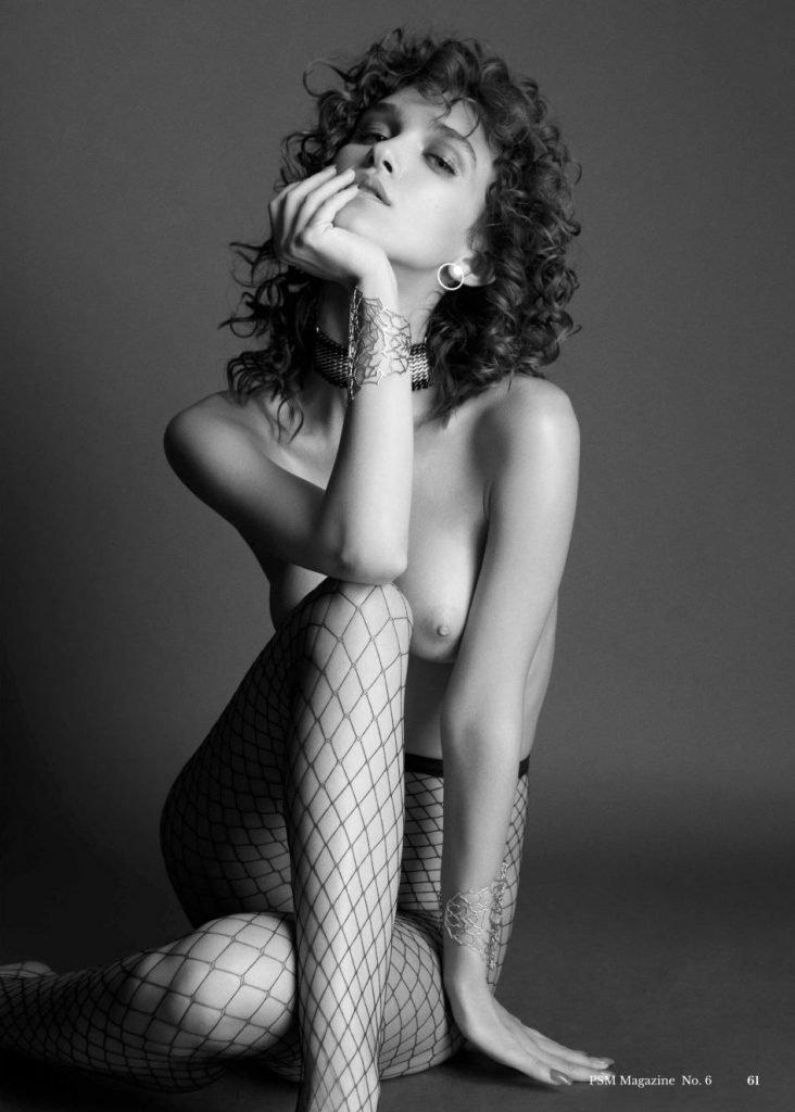 Paula Bulczynska Nude & Sexy (17 Photos)