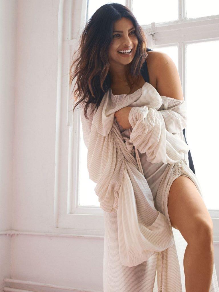 Priyanka Chopra Sexy (27 Photos + Video)