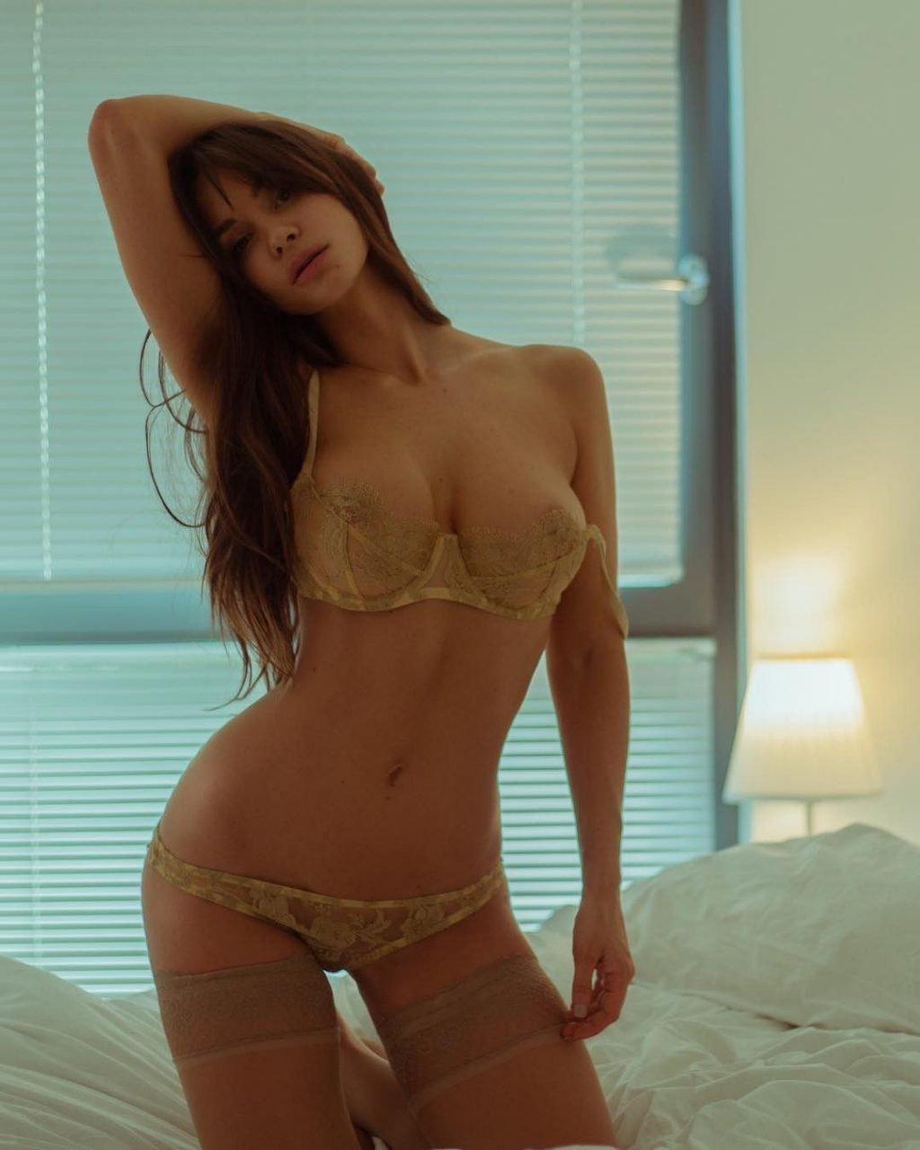 Rosie Roff Nude & Sexy (32 Photos)