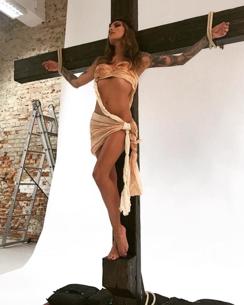 Sophia Thomalla Sexy (10 Photos + Video)