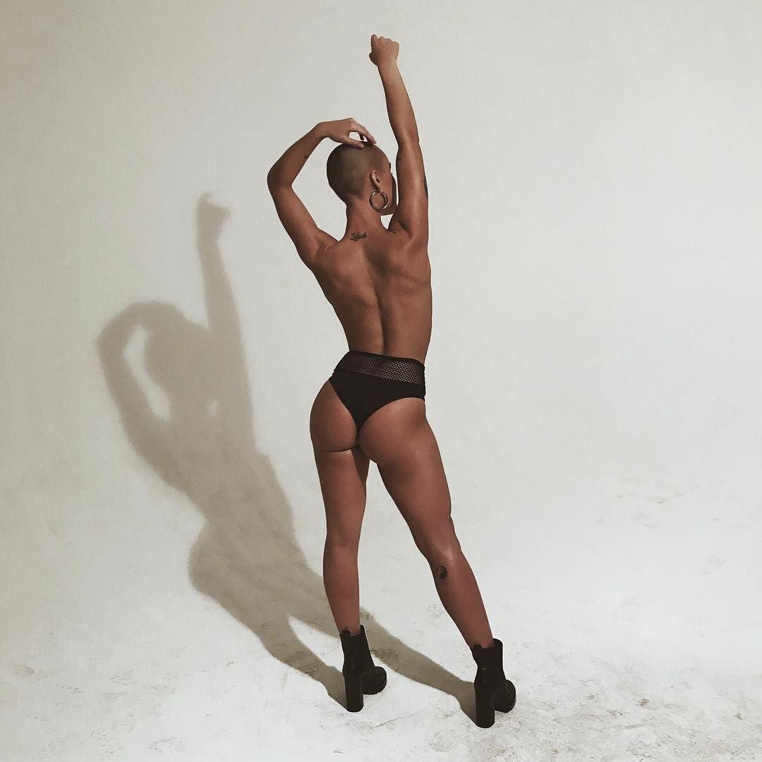Vendelali sexy topless